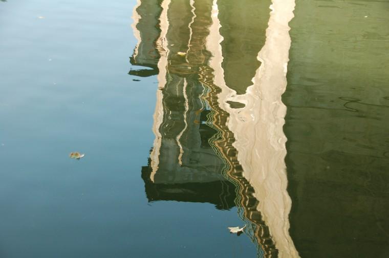 Broar är broar också då de speglas, tänker Anne-Marie Körling, hösten 2008