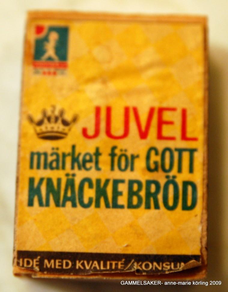 Anne-Marie Körling letar efter något att äta och hittar en ask tändstickor...