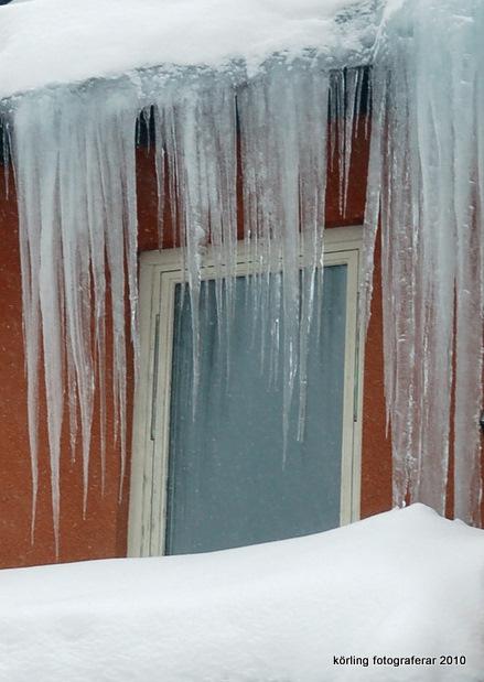 Körling fotograferar den iskyla som råder - Bores vinter och Anne-Maries innanför - 2010