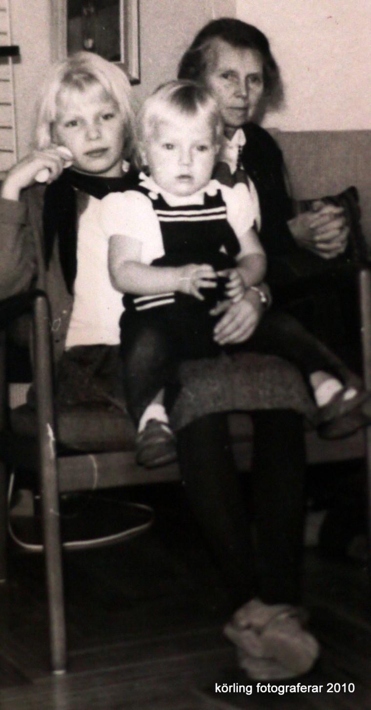 Tv-tittande, alltid en gemensam sak, ur familjealbumet 1959 Körlings fotografier